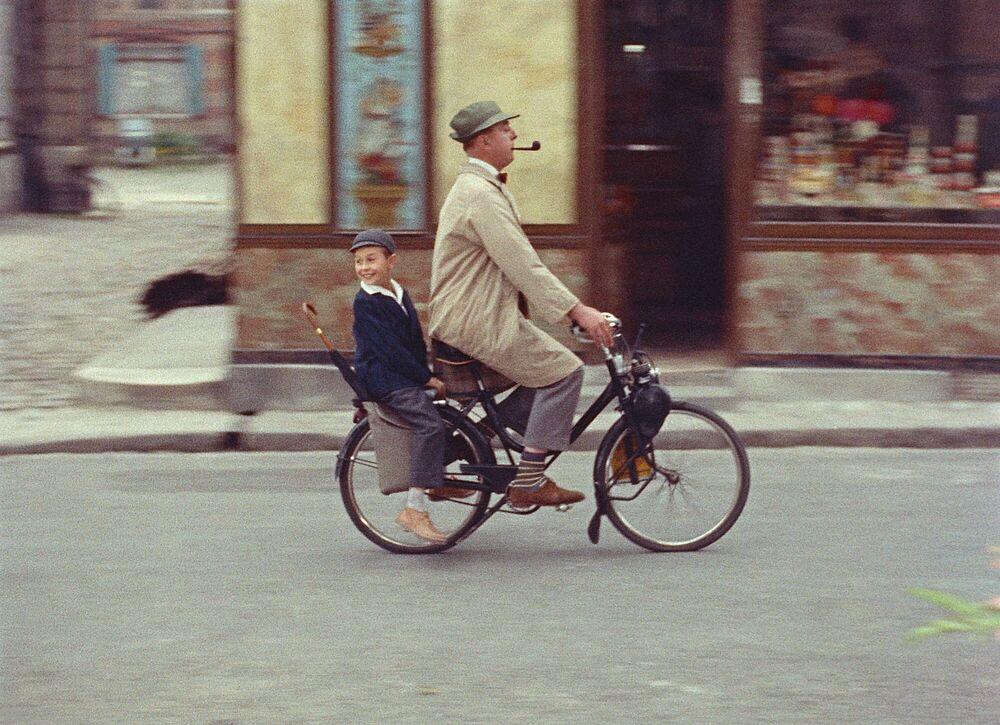 Photographie Echappée belle du petit Gérard et de M. Hulot - JACQUES TATI - Tableau photo