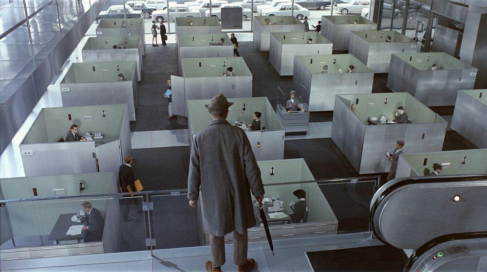 Fotografia M. Hulot devant le labyrinthe des bureaux - JACQUES TATI - Pittura di immagini