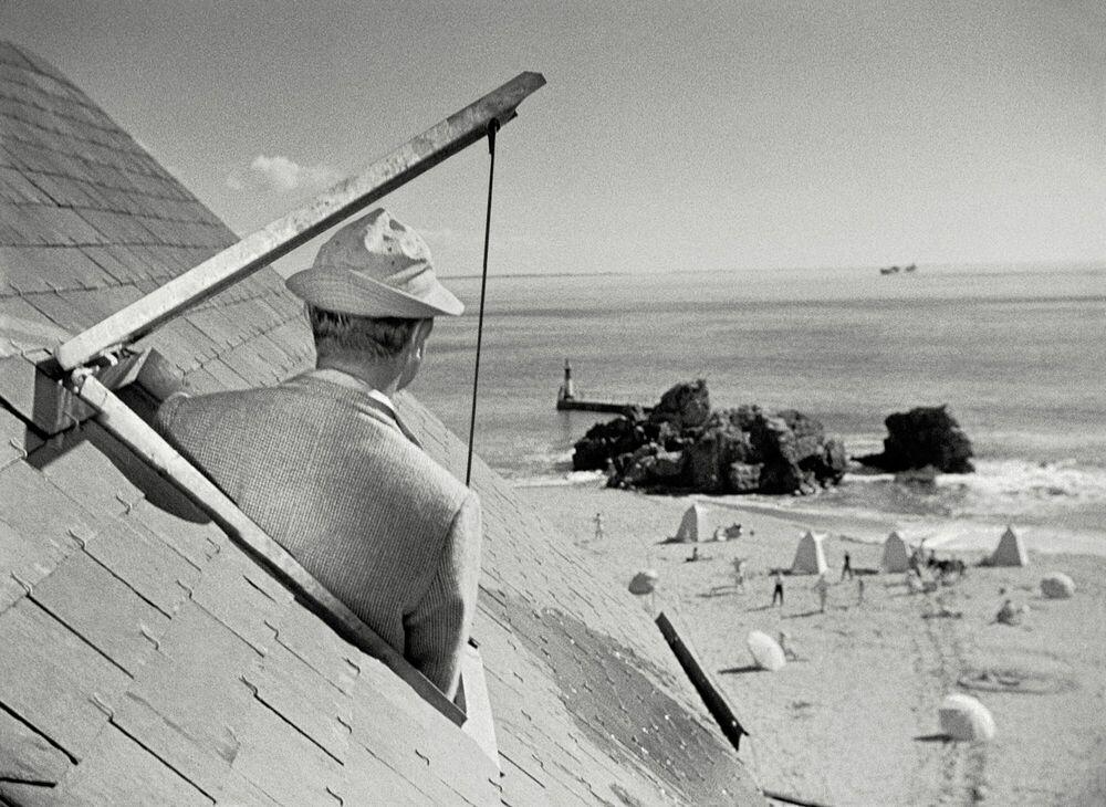 Photographie M. Hulot sous les toits de l'hôtel de la plage - JACQUES TATI - Tableau photo