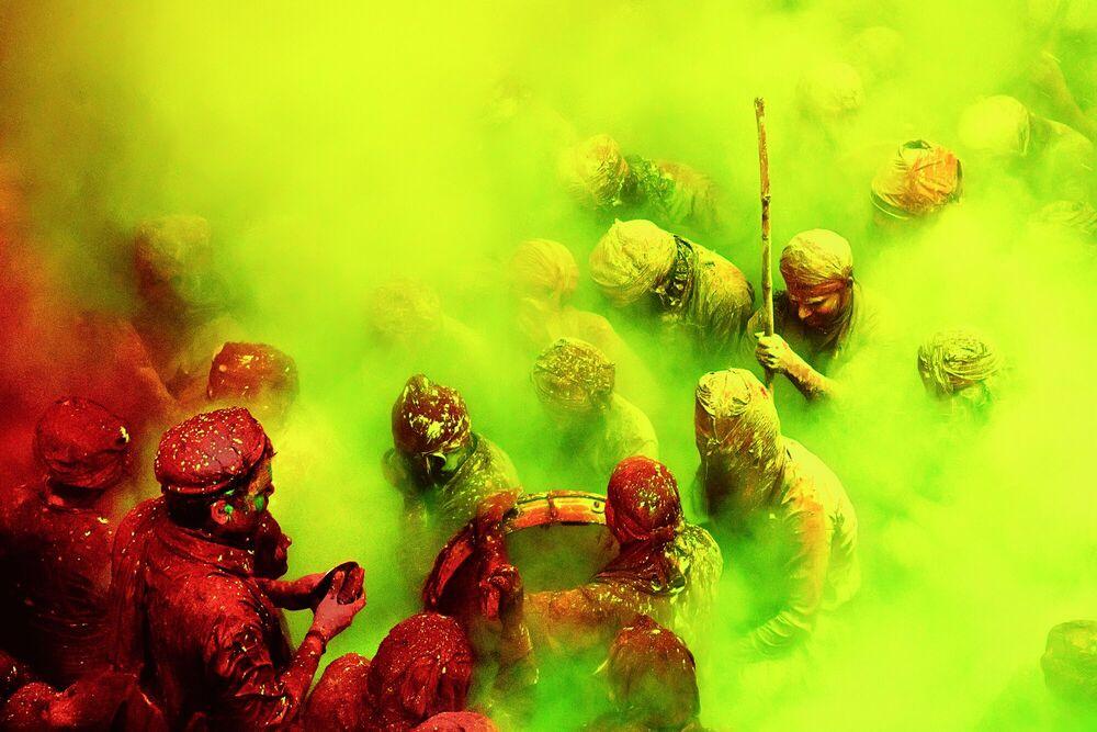 Kunstfoto Holi Songs in Yellow Clouds - JAGJIT SINGH - Foto schilderij