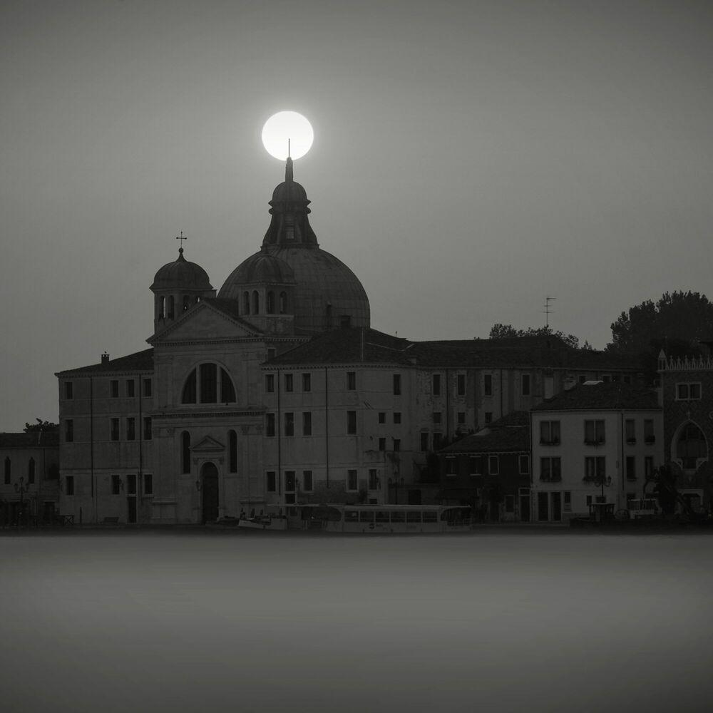 Photographie Church at Sunrise, Venise - JONATHAN CHRITCHLEY - Tableau photo