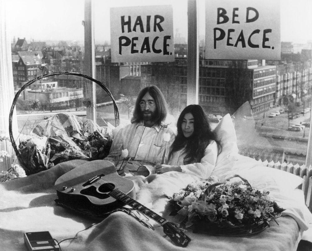 Kunstfoto Bed Peace -  KEYSTONE AGENCY - Foto schilderij