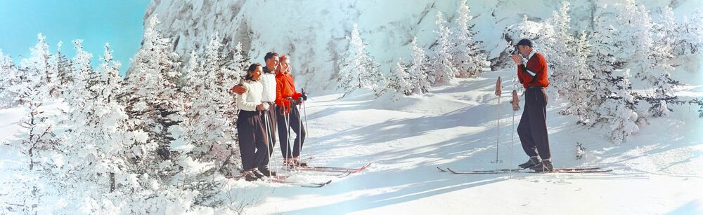 Photographie SKIERS TAKING SNAPSHOTS VERMONT 1951 - KODAK COLORAMA DISPLAY COLLECTION - GEORGE WATERS AND PETER GALES - Tableau photo