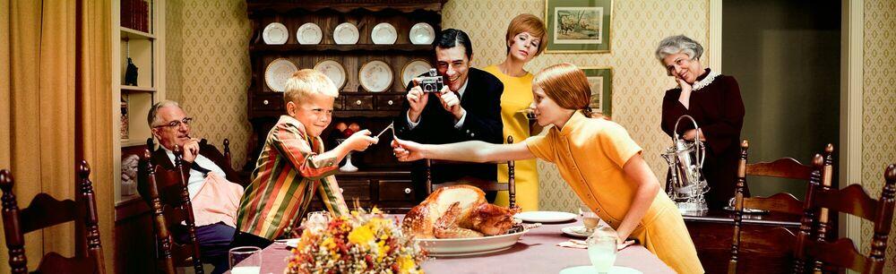 Fotografia THANKSGIVING DINNER 1968 - KODAK COLORAMA DISPLAY COLLECTION - LEE HOWICK - Pittura di immagini