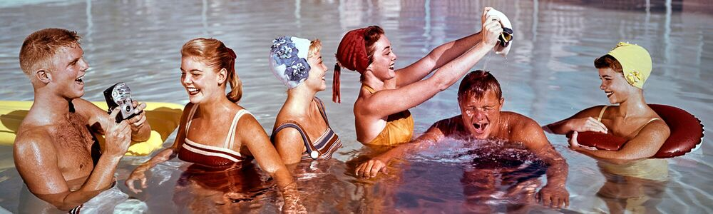 Photographie POOL PARTY 1958 - KODAK COLORAMA DISPLAY COLLECTION - PETER GALES - Tableau photo