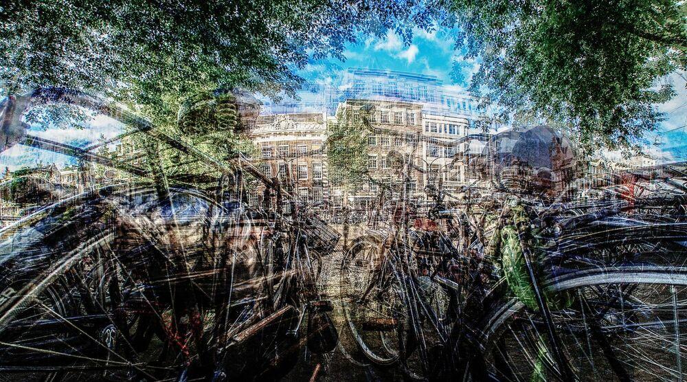 Photograph AMSTERDAM - IS DIT MIJN FIETS ? - LAURENT DEQUICK - Picture painting