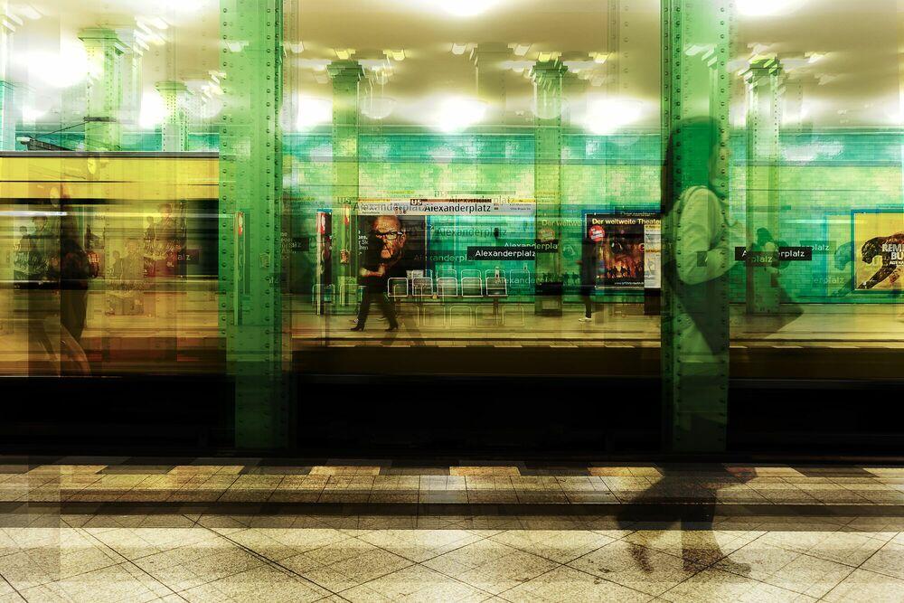 Fotografie Berlin Bahnhof Alexanderplatz - LAURENT DEQUICK - Bildermalerei