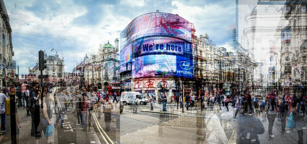 Photograph Picadilly Circus II - LAURENT DEQUICK - Picture painting
