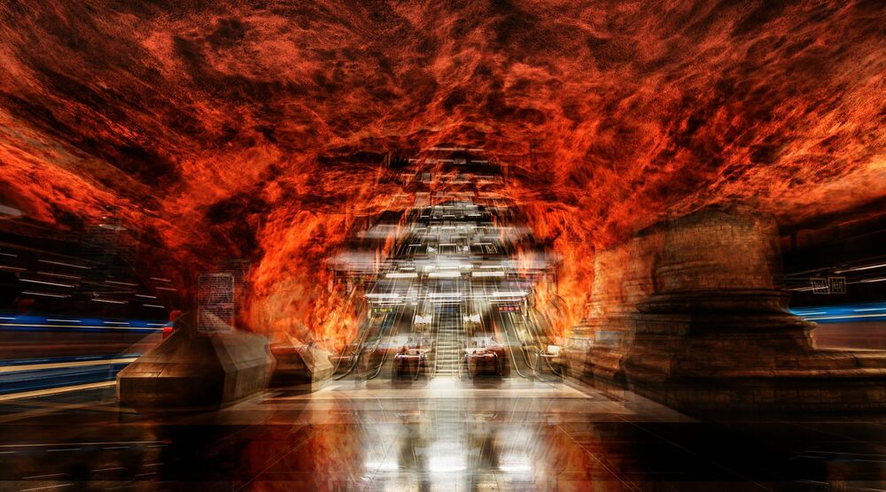 Fotografie STOCKHOLM - RADHUSET STATION IN FIRE - LAURENT DEQUICK - Bildermalerei