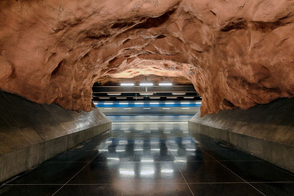Photograph T-BANA - RADHUSET STATION - LAURENT DEQUICK - Picture painting