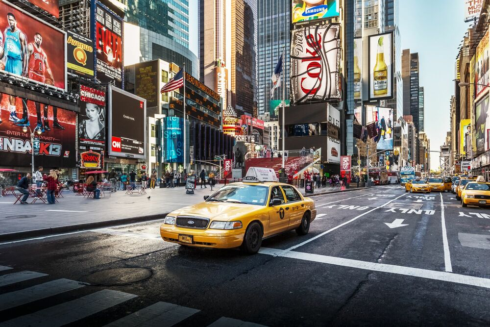 Fotografie Times square yellow cab - LUDWIG FAVRE - Bildermalerei