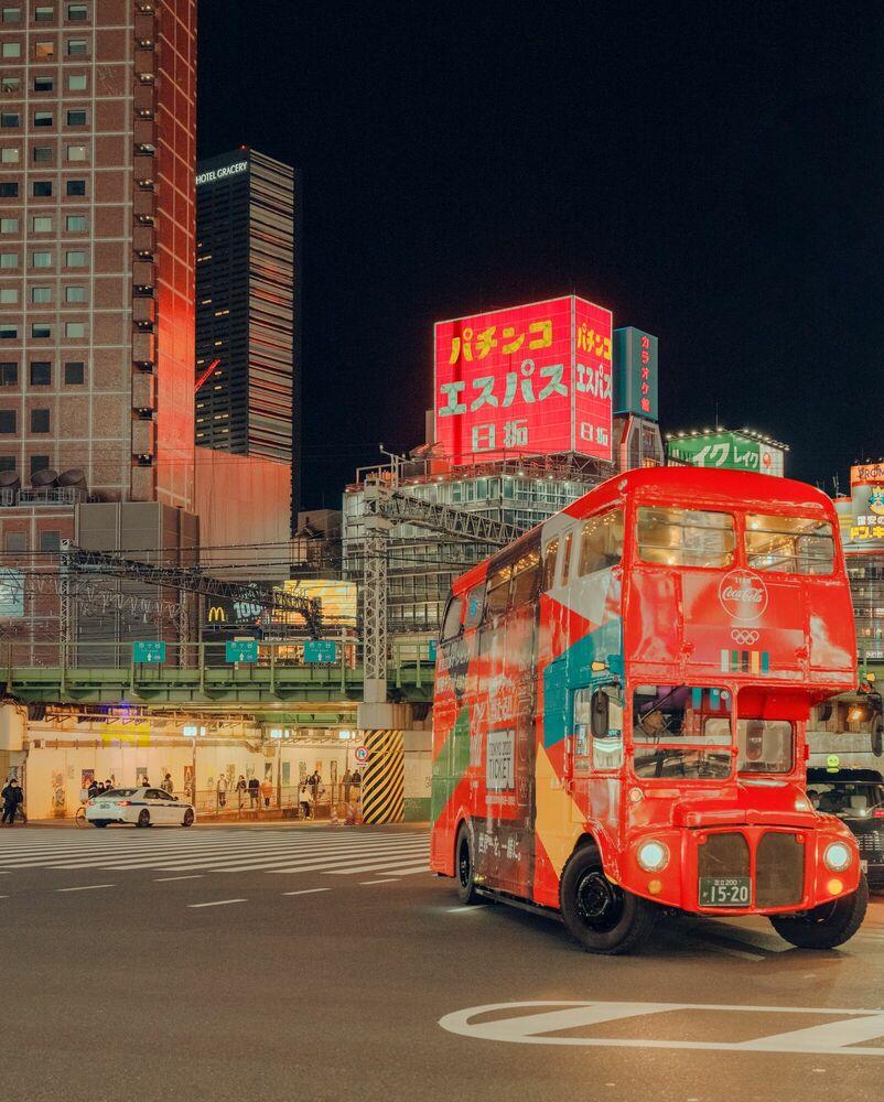 Fotografie TOKYO RED BUS - LUDWIG FAVRE - Bildermalerei