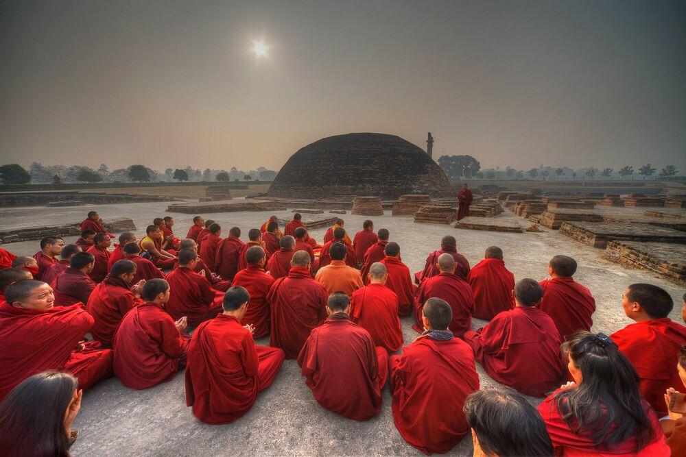 Photographie Assemblée de moines - MATTHIEU RICARD - Tableau photo