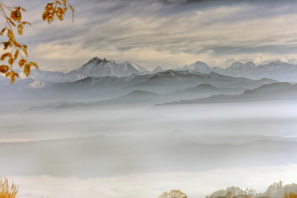 Fotografia GAURISHANKAR ET LA CHAINE HIMALAYENNES VUE DE NAMO BUDDHA NEPAL - MATTHIEU RICARD - Pittura di immagini