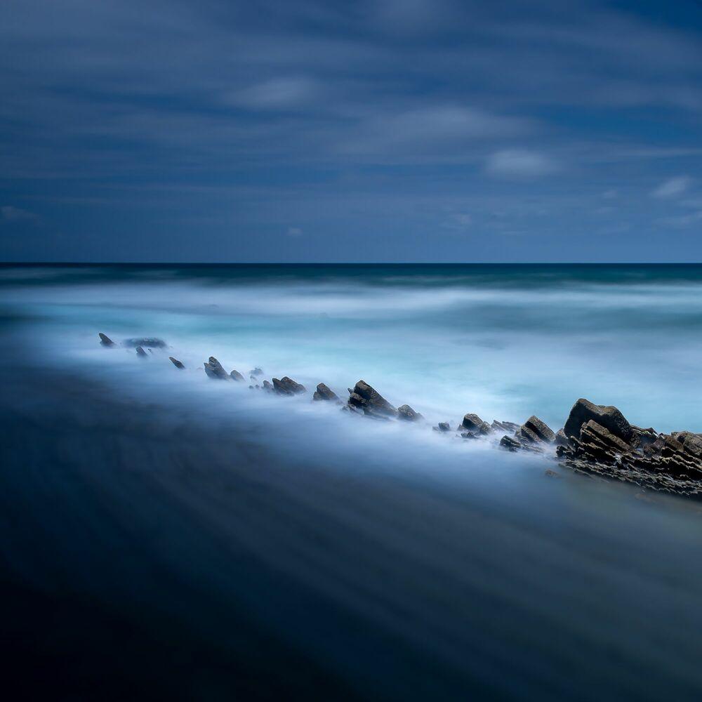Fotografie ZUMAIAS ROCKS AND BLUE - OLIVIER KAUFFMANN - Bildermalerei