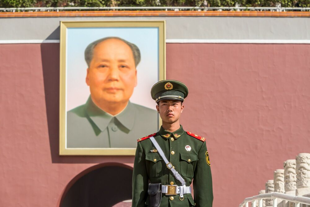 Photograph TIANANMEN SQUARE GUARD BEIJING - RICHARD SILVER - Picture painting