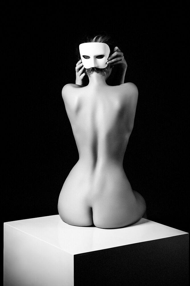 Fotografia THE WHITE MASK - RUSLAN BOLGOV - Pittura di immagini