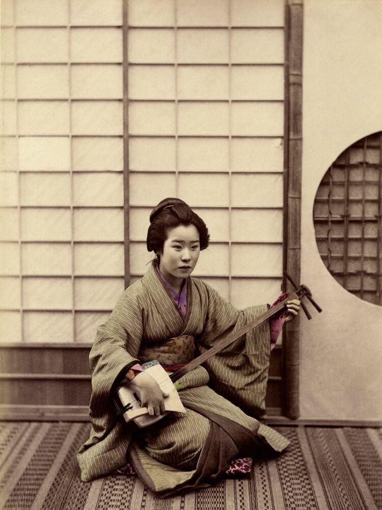 Fotografía Femme jouant du samisen - SASHICHI OGAWA - Cuadro de pintura