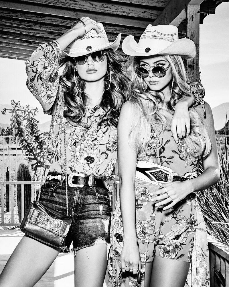 Fotografia Dolls and cowboys - TATIANA GERUSOVA - Pittura di immagini