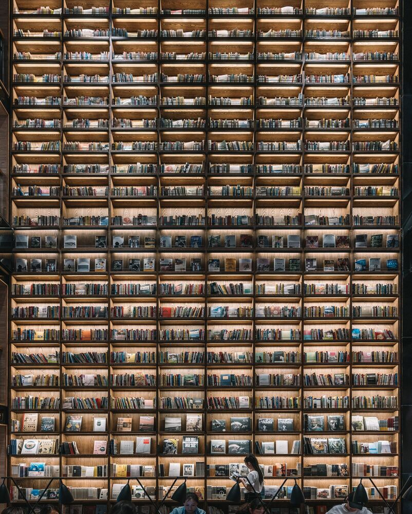 Fotografie THE WALL OF BOOKS - TRISTAN ZHOU - Bildermalerei