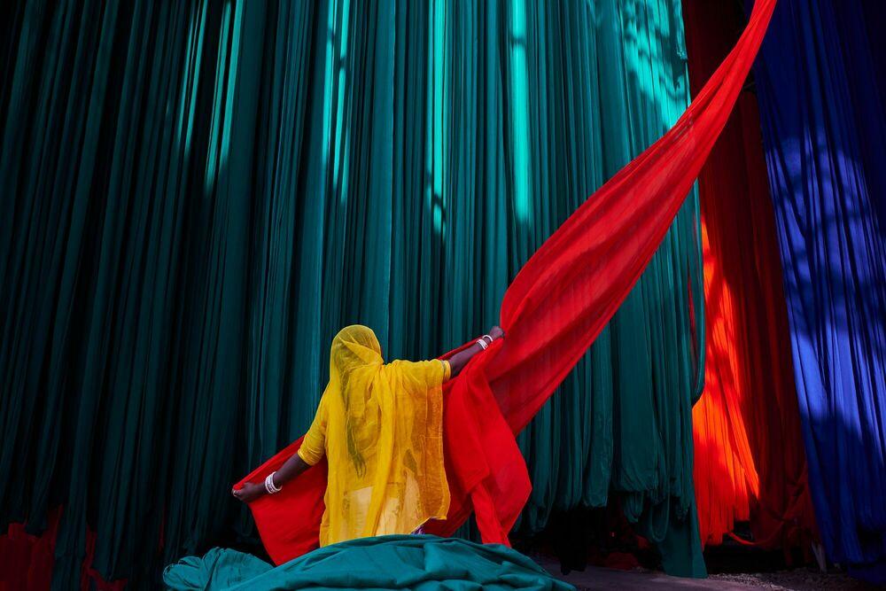 Fotografie LA SYMPHONIE DES SARIS I - TUUL ET BRUNO MORANDI - Bildermalerei