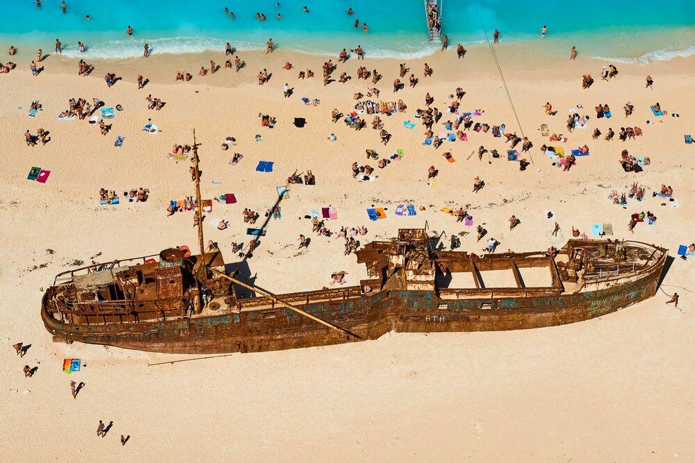 Fotografia SHIPWRECK BEACH - TUUL ET BRUNO MORANDI - Pittura di immagini