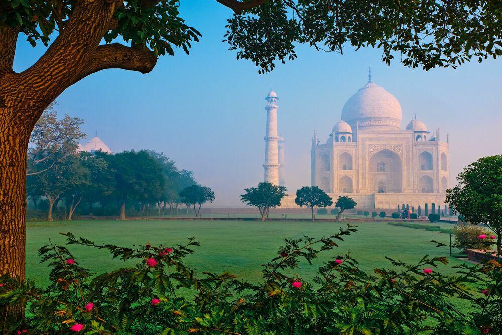 Photograph The Taj Mahal - TUUL ET BRUNO MORANDI - Picture painting