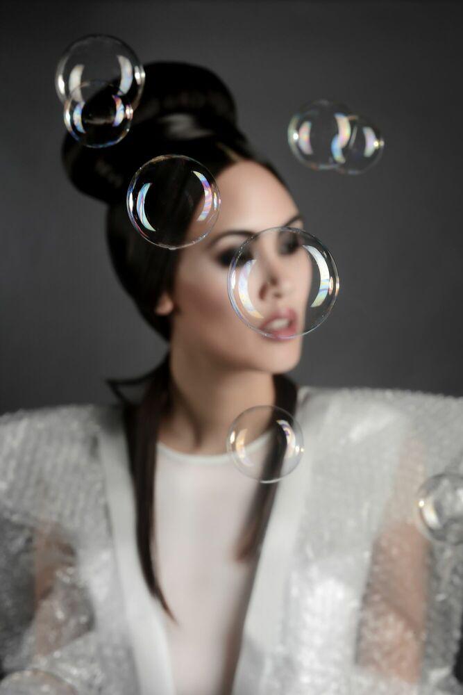 Kunstfoto Blurry Bubble - VANESSA VERCEL - Foto schilderij