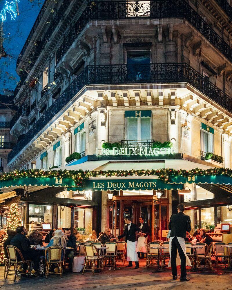 Photograph PARIS BY NIGHT LES DEUX MAGOTS PARIS - VUTHEARA KHAM - Picture painting