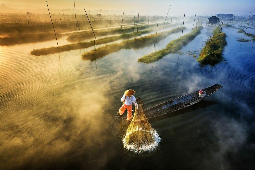 Fotografia Sun's Up, Nets Out - Zay Yar Lin - Pittura di immagini