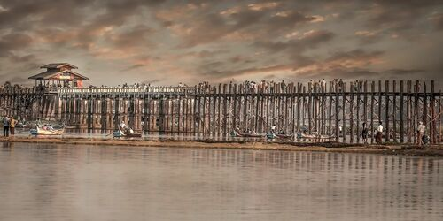 THE LAST SUNSET FROM U-PAIN BRIDGE MANDALAY - ARTHUR FARACHE SAUVEGRAIN - Photograph