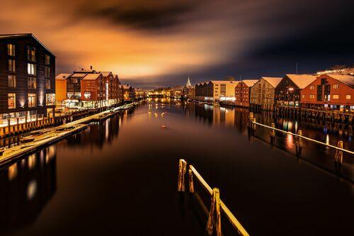 Calm Winter Night Over Trondheim - AZIZ NASUTI - Fotografie