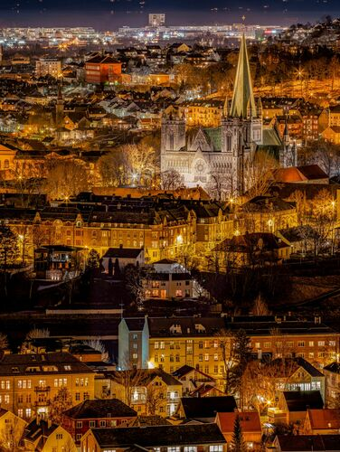 Golden Night Over Trondheim - AZIZ NASUTI - Fotografie