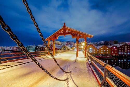 The First Winter Snow Over Gamlebybro - AZIZ NASUTI - Fotografie