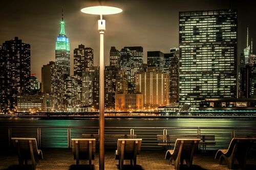 NYC East River with Empire State - BERNHARD HARTMANN - Fotografia