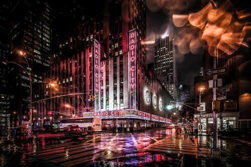 NYC Radio City Sign Manhattan - BERNHARD HARTMANN - Fotografia