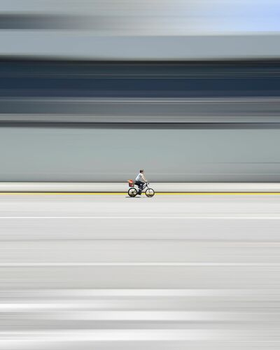 BETWEEN THE LINES - CHAK KIT - Photographie