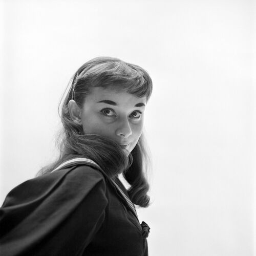 MILTON H GREENE AUDREY HEPBURN HIDDEN SMILE -  DE LA FUENTE COLLECTION - Photograph