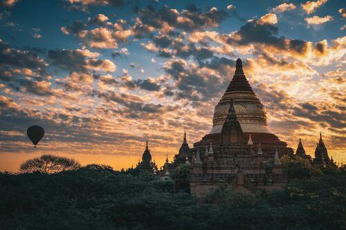 MYANMAR AURORA - FLORIAN DELALEE - Kunstfoto