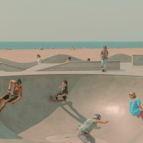 SKATERS OF VENICE BEACH