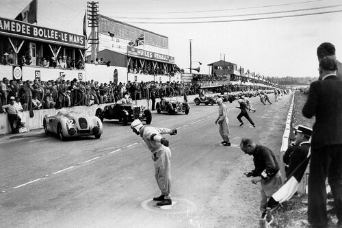 STARTING LINE OF THE 24 HOURS OF LE MANS 1939 -  GAMMA AGENCY - Photograph