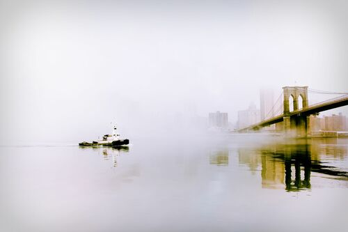 Tugboat in the Fog - GUILLAUME GAUDET - Fotografia