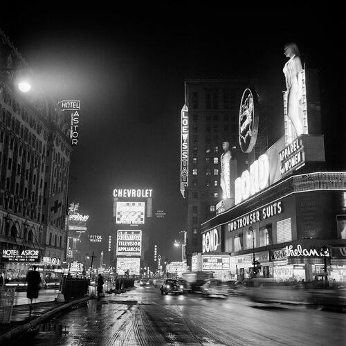 BROADWAY, LA NUIT, APRÈS LA PLUIE, NEW YORK, 1952 - JACK NISBERG - Fotografie