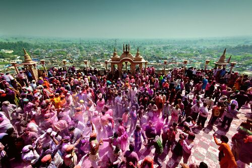 Holi at the Courtyard - JAGJIT SINGH - Photograph