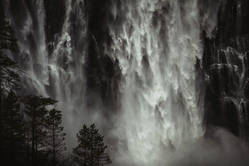 DARK FALLS-NORWAY - JAN ERIK WAIDER - Kunstfoto