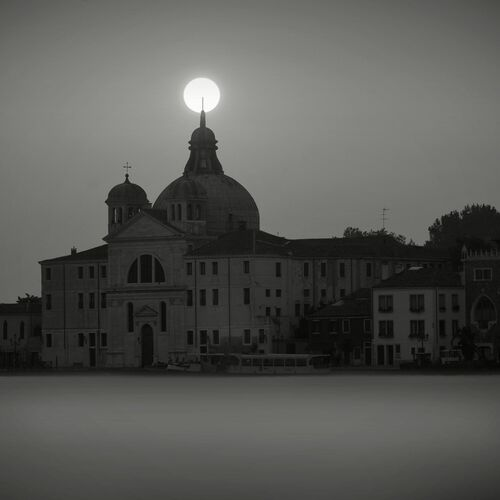 Church at Sunrise, Venise - JONATHAN CHRITCHLEY - Fotografía