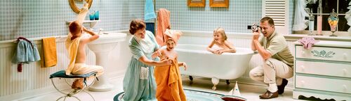 SATURDAY NIGHT BATH 1964 - KODAK COLORAMA DISPLAY COLLECTION - LEE HOWICK - Photograph