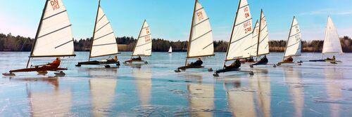 Ice boats, 1975 - KODAK COLORAMA DISPLAY COLLECTION - OZZIE SWEET - Fotografie