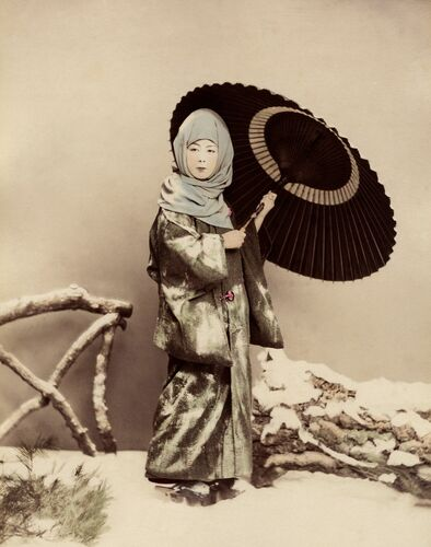 Femme japonaise en costume d'hiver - KUSAKABE KIMBEI - Photograph