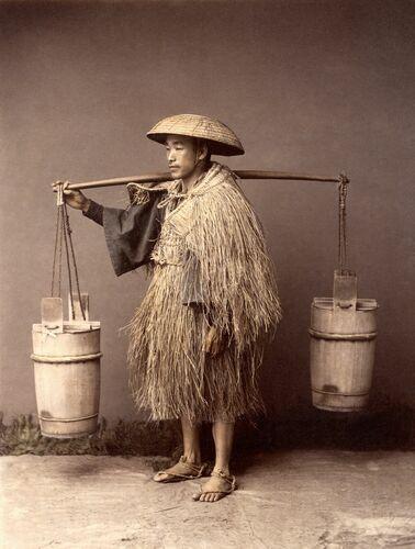 Porteur d'eau, vers 1885 - KUSAKABE KIMBEI - Photograph